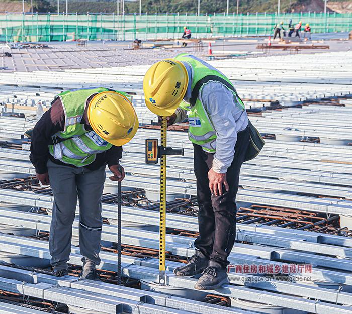 钦州超薄玻璃基板深加工项目取得新突破(组图)