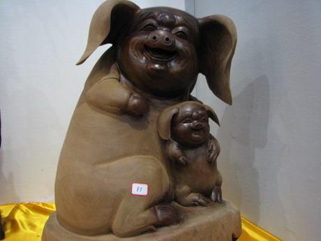 可爱的木雕小猪