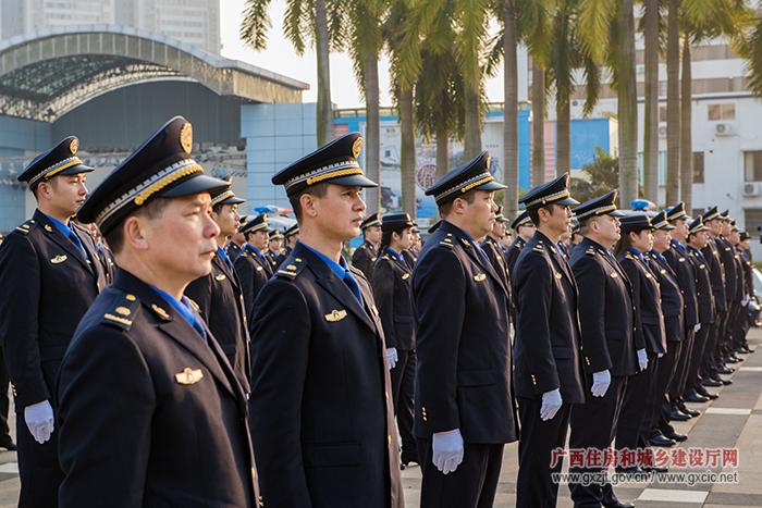 梧州市城市管理执法队伍换新装(组图)